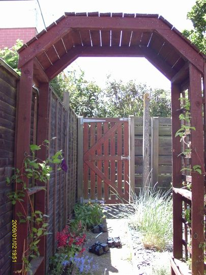 Garden arch made from wood pallets