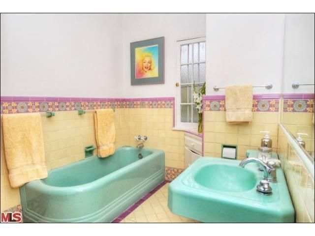 25 best ideas about 1950s bathroom on pinterest mint for Purple and yellow bathroom ideas