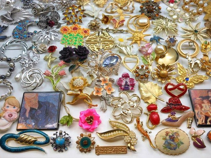 MASSIVE 107 PC Vintage to Now Brooch Pin Lot FLOWERS BUTTERFLIES Some Signed