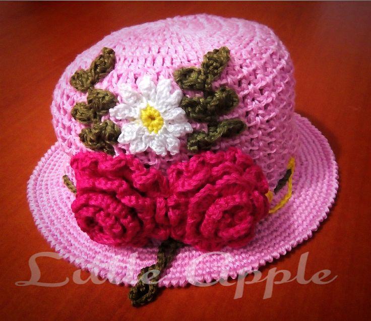Gorro de crochet adornado con rosas y flores, estilo primaveral