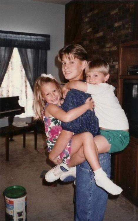 Jensen Ackles, Mackenzie Ackles, and Joshua Ackles <--- No, Jensen, Mackenzie, and a cousin.  Josh is the oldest.