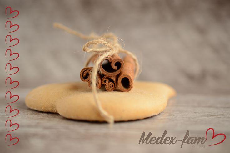 Do perníčkov sú pridávané viaceré zdraviu prospešné koreniny.