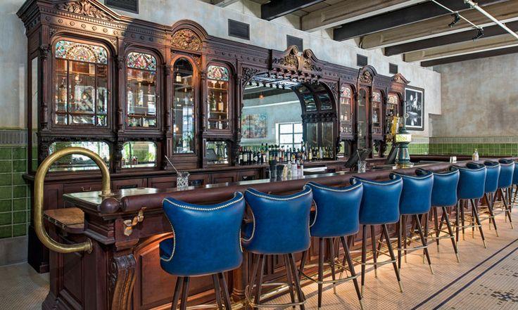 В Амстердаме открылся новый ресторан известной в стране сети George Family: интерьер в духе парижского бистро с налетом итальянского гламура 50-х годов прошлого века.