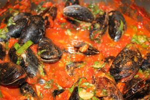 ... sauce mussels in basil cream sauce mussels in spicy tomato sauce the