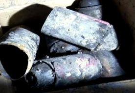 16-Dec-2014 14:08 - DOOS MET LUCHTVERFRISSERS ONTPLOFT: ELF DODEN. In China heeft een brand in een karaokebar aan elf mensen het leven gekost. De explosie die de brand veroorzaakte, is vastgelegd op beelden van een bewakingscamera. Het vuur breidde zich na de explosie snel uit. Niet alle gasten slagen erin op tijd te vluchten. 35 slachtoffers worden naar het ziekenhuis gebracht. Elf van hen overlijden aan hun verwonden, meldt het Chinese staatspersbureau Xinhua. 24 mensen liggen nog...