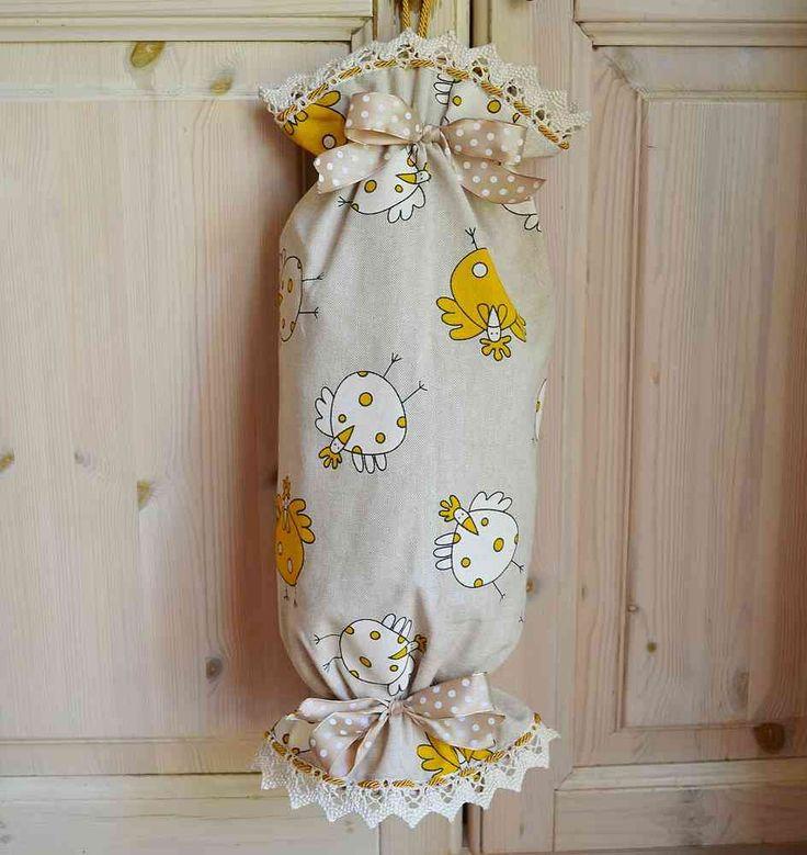 CARAMELLA PORTASACCHETTI - Gallinella Gialla - PatriziaB.com  Allegro portasacchetti realizzato in tessuto 100% cotone, di impeccabile manifattura artigianale e finemente arricchito