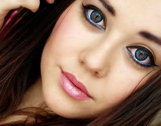 Kontaktlinsen sind kleine visuelle Geräte mit geschwungenen Stücke aus Kunststoff in einer Weise, die sofort passen sich der Trägerin Herz geformt gemacht. Sie bieten eine künstliche brechenden Fläche für das menschliche Herz und werden verwendet, um Phantasie Probleme wie Kurzsichtigkeit und Weitsichtigkeit zu korrigieren. Kontaktlinsen