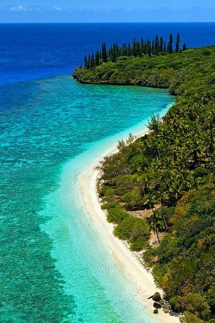 Lifou, New Caledonia | ©Stéphane Ducandas