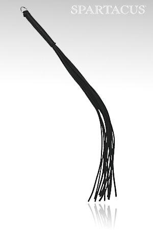 Un fouet en cuir d'excellente qualité avec 12 lanières. Manche renforcé de 11 cm avec anneau en D. Chaque lanière fait 3 mm d'épaisseur & 40 cm de long.