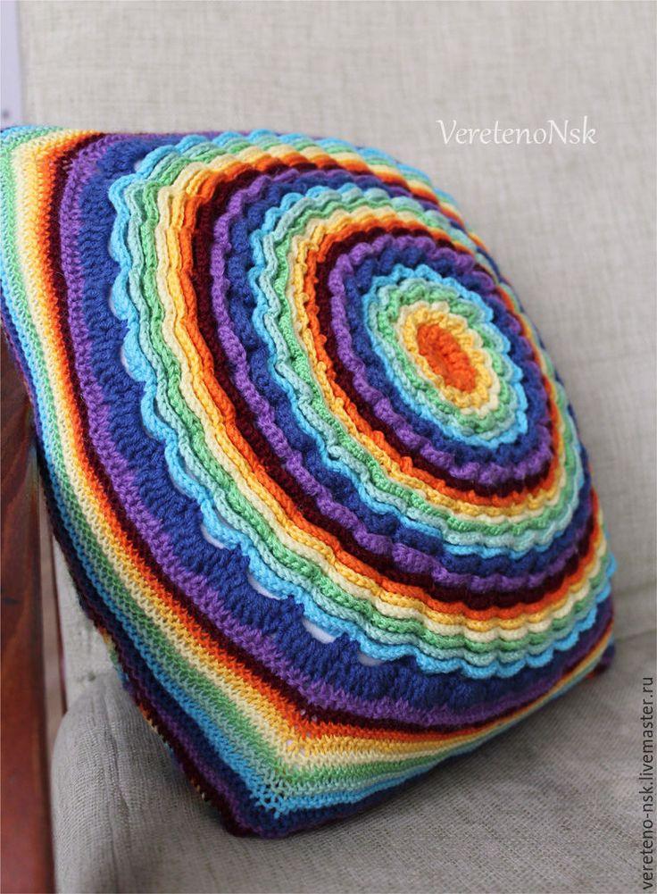 """Купить Интерьерная подушка с вязаным чехлом """"Радужный цветок"""" - комбинированный, радужный, мультиколор, интерьерная подушка"""
