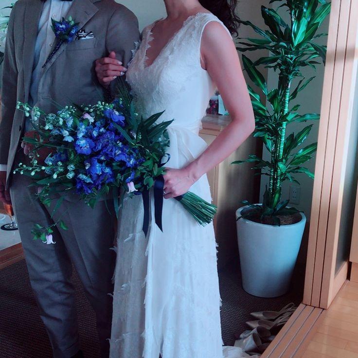 二次会ver.🤵👰 装い新たに登場しました😆✨ 二次会から来て頂けるゲストの方もたくさん😭💕 最後は、会場の端から端まで続く花道を作ってもらい本当に感激しました😫👏 そしてタダシのサプライズに驚き😳😳😳 スワイプしてみてください👆笑 二次会のみんなの様子もアップしたい😍❣️ ちなみに余興ムービーのあげ方わからず乗り遅れです😭笑 #weddingparty#結婚式#二次会 #タダシのサプライズ🤓 #ここが僕の#anothersky#京都です👍 #芦屋#芦屋モノリス #weddingdress#novarese#ノバレーゼ #carolinaherrera#キャロリーナヘレラ