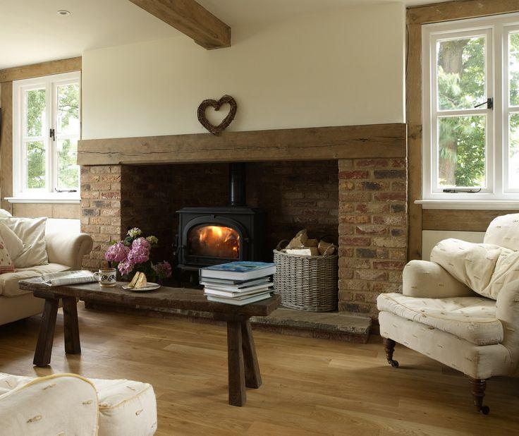 Cottage Perto De Londres!por Depósito Santa Mariah Uma sala com lareira.. uma delicia.