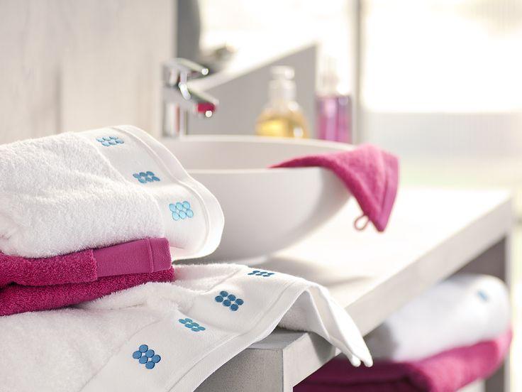 Linge de bain - Drap de bain moelleux DRAGEES AU CARRE BAIN en pur coton peigné. Blanc  www.blanc-cerise.com