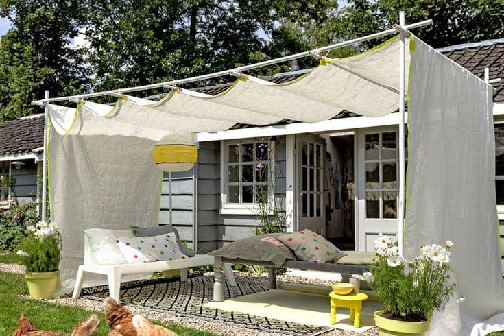 Зона отдыха в саду под самодельным шатром