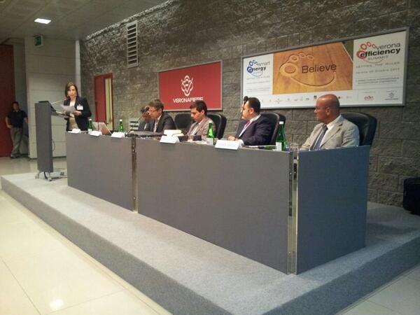 #Smartenergy expo incontra le aziende. Iniziato il convegno, introduce Elena Amadini pic.twitter.com/visRYxM10G