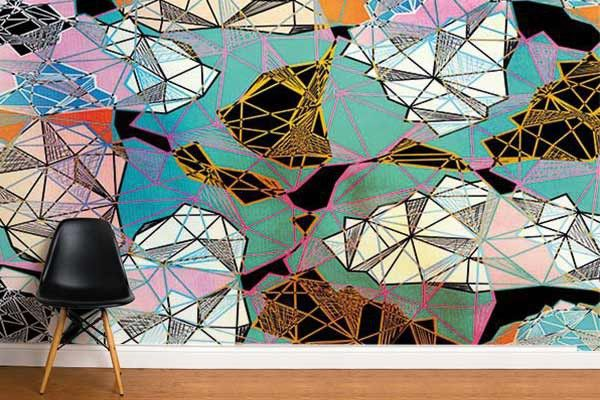 Ce #papierpeint #graphique habille ce mur telle une fresque intérieure contemporaine.