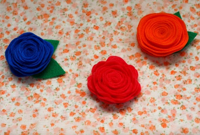 DIY felt flowers - cute for alice bands, brooches, or decor #DIY #craft #flowers #felt #tutorial: Flower Tutorials, Flower Crafts, Crafty Tutorials Ideas, Felt Flower Tutorial, Craft Ideas, Felt Flowers