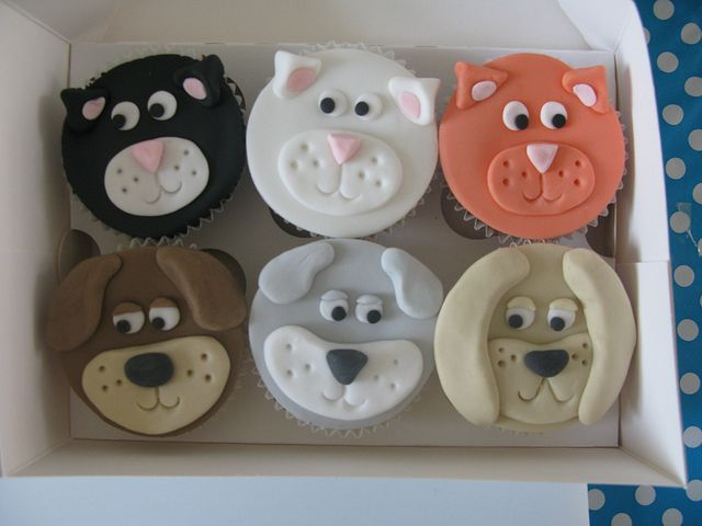 Cats & dogs cupcakes | Flickr - Photo Sharing!