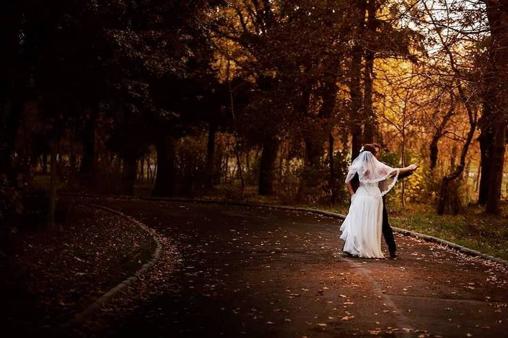 When autumn lights up just for you two  #teoriazambetului #ilovemyjob #weddingday #emotions #dance #firstdance #togetherforever #foreverafter