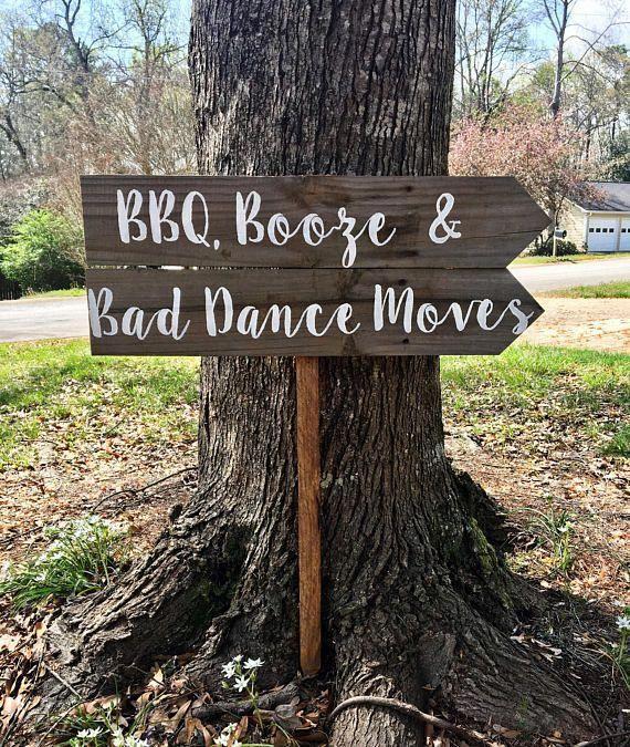 BBQ Booze & Bad Dance Moves, ich mache BBQ Zeichen, Hochzeit Zeichen Holz, rustikale Hochzeit De …   – Forest wedding ceremony