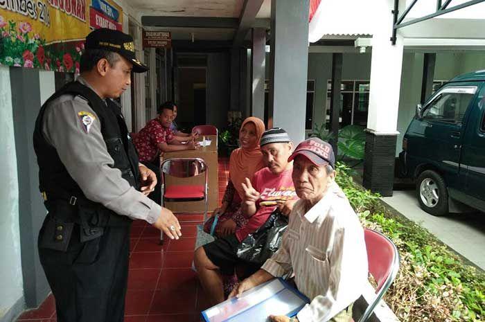 Tribratanewsmagelangkota.com - Ajun Inspektur Polisi Satu Dwi Edi Winarno Bhabinkamtibmas Polsek Magelang Selatan Magelang Kota Jawa Tengah, sambang dan berikan himbauan kamtibmas