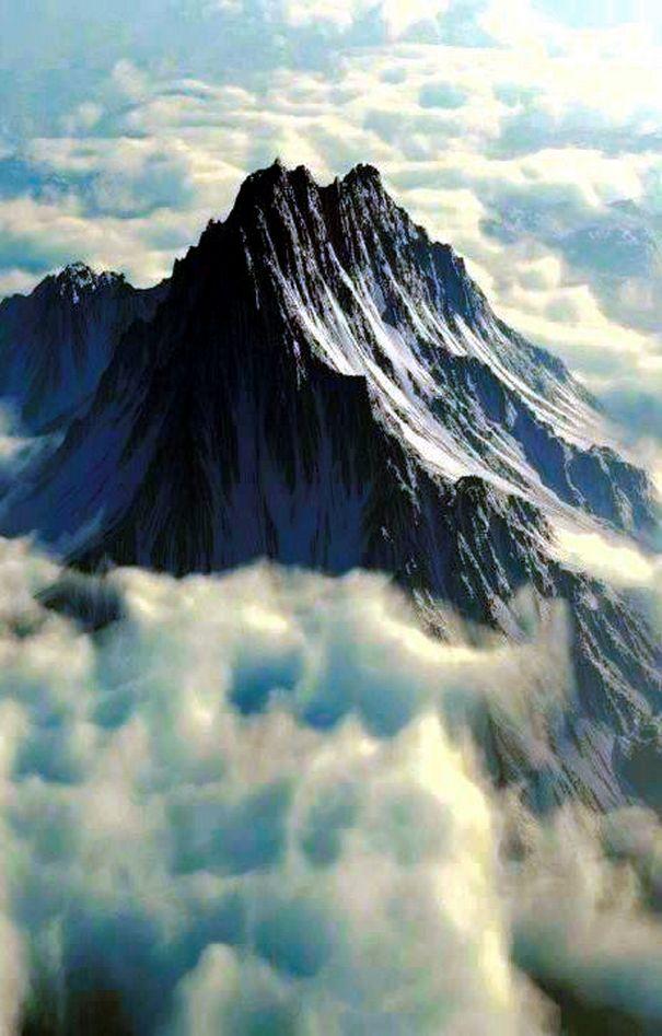 Thessaly, Greece.Mount Olympus [2,917 m (9,570 ft)] is the highest mountain in Greece. Θεσσαλία. Ο Όλυμπος [2.917 μ (9.570 πόδια)] είναι το ψηλότερο βουνό στην Ελλάδα.