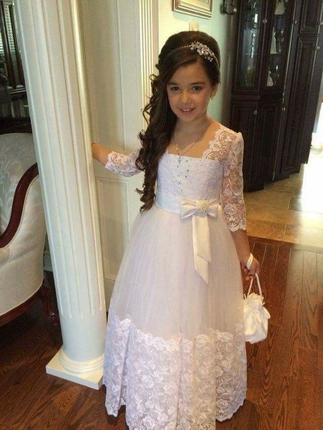 How pretty she is looking.... Awww....... so cute dress.......... best bridesmaid ever seen
