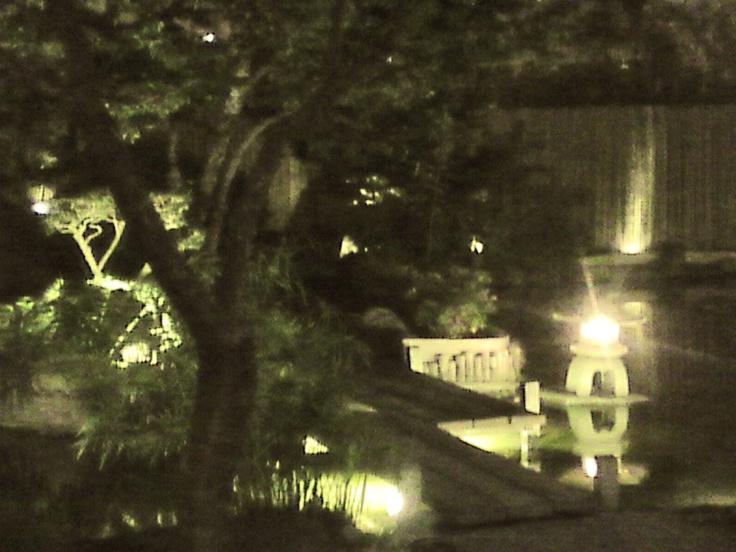 Patio trasero del Centro Cultural Peruano Japonés... Por las noches, es hermoso.