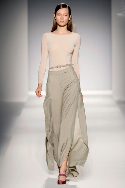 I would wear something like this. Simple. Understated. With a little pop of color.: Fashion, Style, Maxmara, Fashion Week, Dress, Max Mara, Posts, Wear, Spring 2011
