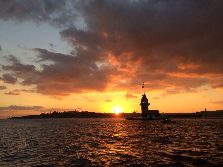 Il tramonto a Salacak, con la torre di Leandro
