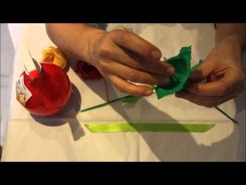 Tutorial:  com fer una rosa amb pasta alimentària, bastonet de broqueta i cartró d'ouera.  Activitat molt idònia per a Sant Jordi. T'animes?