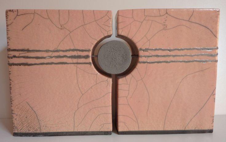 ceramic from Elly van de Merwe - 'Rozig' - Twee gelijkvormige objecten, raku gestookt, licht roze glazuur.
