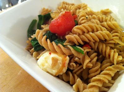 In the Kitchen with Reebs: Spinach, Tomato and Bocconcini Pasta Toss