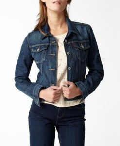 LEVI'S WOMEN'S AUTHENTIC TRUCKER JACKET  For more info: http://stuffwomenlikes.com/levis-womens-authentic-trucker-jacket/