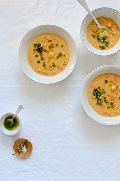 Sopa de colinabo (karalabe) parmesano, pesto de perejil y almendras
