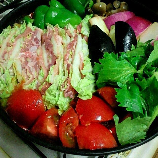 スープはトマトの裏ごし1缶使用! - 14件のもぐもぐ - 有り合わせの肉と野菜でトマト鍋 by iumico