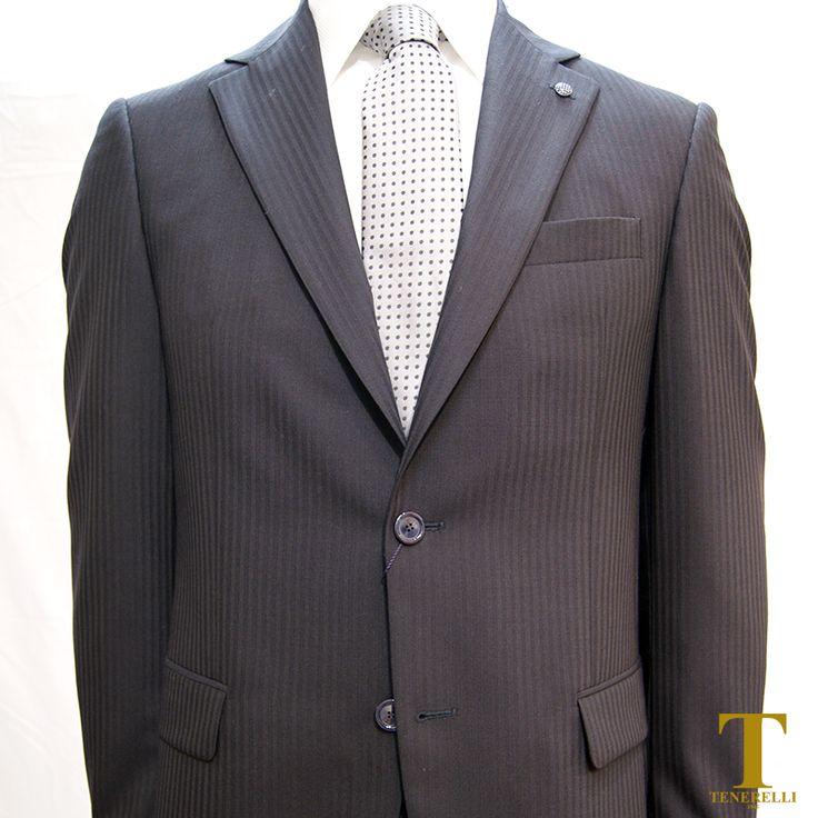 Abito da Cerimonia 100% fresco lana, lavorato tinta su tinta in colorazione blu o nera. Vestibilità regolare drop 6. ✔ Abito + Camicia + Cravatta € 440,00  #abito #abitouomo #eleganza #fashion #instafashion #stile #instacool #camicia #shirt #tie #suit #italianstyle #italianfashion #chieti #Pescara #lanciano #stileitaliano #stile #fashionstyle #Orsogna #Ortona #Guardiagrele #ig_fashion