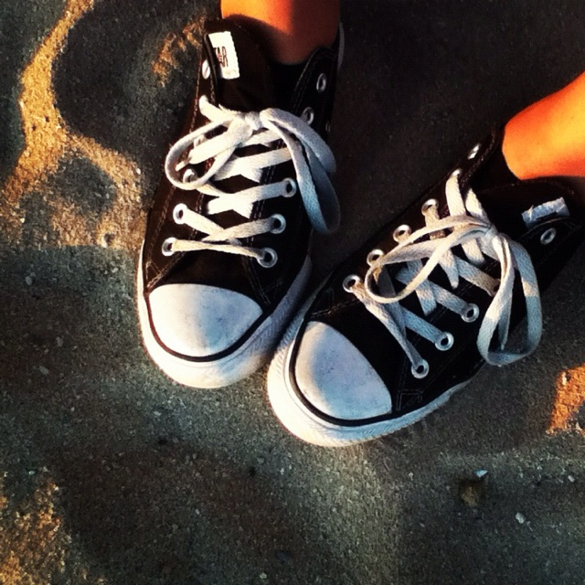 Converse At The Beach Who Doesnt Love Shoes Pinterest And Black