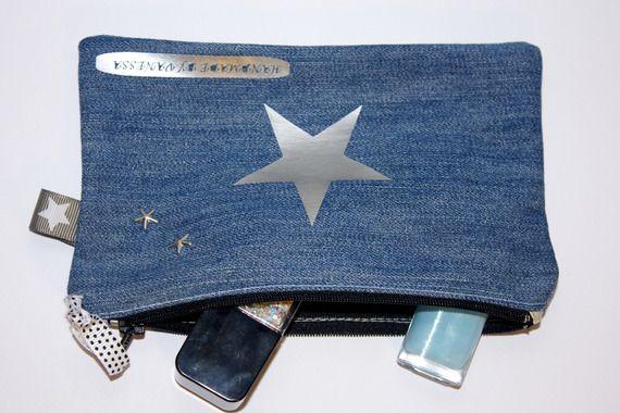 Trousse plate zippée en jean avec appliqué étoile argentée