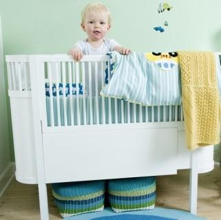 Kili-seng, by Sebra: baby crib (70cm x 110cm) that converts to a junior bed (70cm x 150cm) (H 90cm). white-painted Scandinavian birch. bed = 4599 DKK ($ 785), plus about 1100 ($ 188) for the adjustable mattress. <3 <3 <3