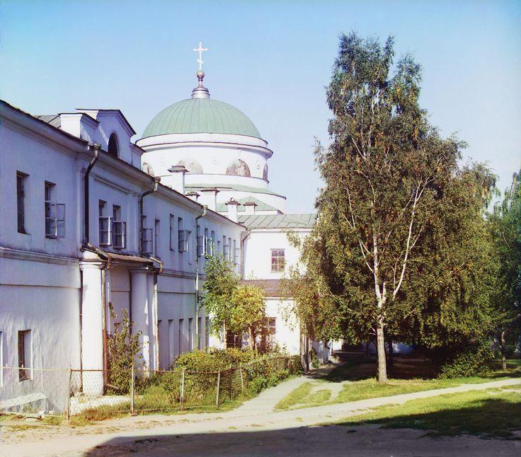 Трапезная и церковь Скорбящей Божьей Матери в Тихвинском монастыре