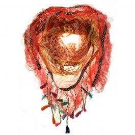 Hippe sjaal met franjes en kwastjes. De sjaal heeft met een aztec biesje. De kleur is koraal. Ibiza style.