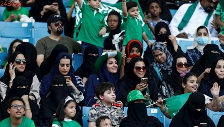 Arábia Saudita autoriza mulheres a dirigirem carros