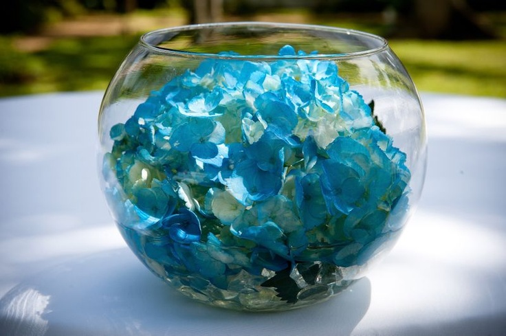 Easy #DIY wedding centerpiece with blue flower pedals in a fishbowl vase