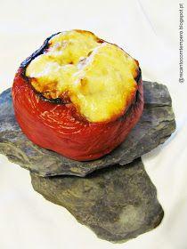 Ingredientes:       1 pimento vermelho grande (ou dois pequenos)  1 bife de frango  1/2 alheira sem pele  2 fatias de bacon  queijo r...