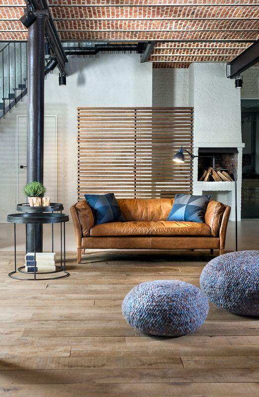 Totaalinrichting B&B Biendomo - Lederen zetel in een huiselijke setting - Room divider - Interior design project #WoonTheater