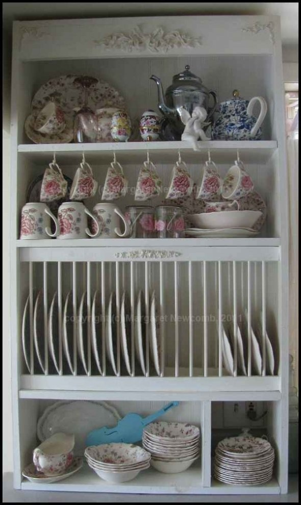 Plate rack design for kitchen