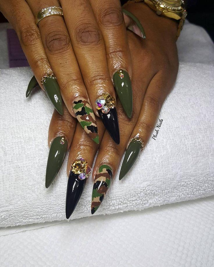 n #camonails #camo #camouflage #nails #swarovski #chatons #warrior #warriorgreen #green #black #bgdninternational #nailsonfleek