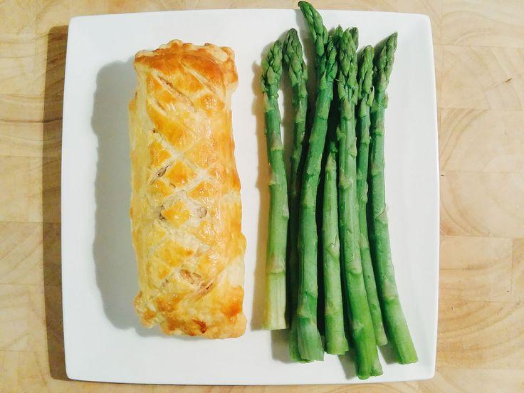 Zalm Wellington - overheerlijk recept voor zalm met spinazie in een bladerdeeg jasje. Lekker met bijvoorbeeld groene asperges of peultjes.