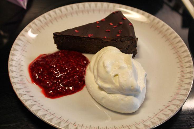 Frikkes LCHF-Køkken: LCHF-Chokoladekage med hindbærcoulis